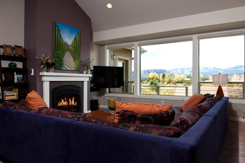 Living room with spectacular mountain views