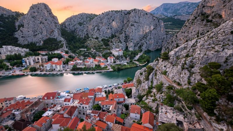 Azzurro - seafront apartment, holiday rental in Omis