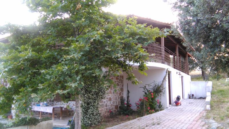STONE HOUSE, holiday rental in Malesina