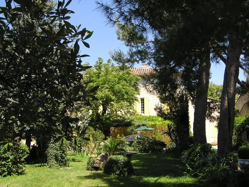 The Mas Linda  Robert propose you a Ground – floor furnished apartment in a restored Provencal Mas.