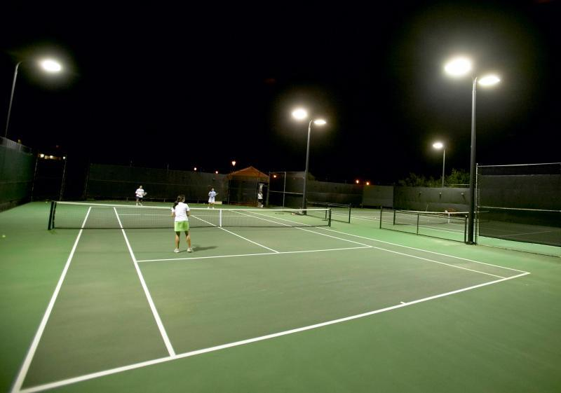 Tennis, day or night