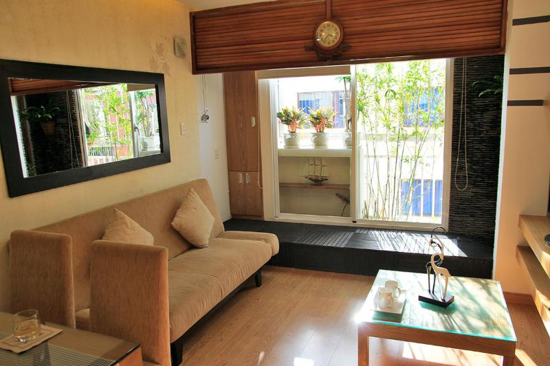 DESIGNED, COZY NICE STUDIO WITH LITTLE GARDEN VIEW, holiday rental in Ho Chi Minh City