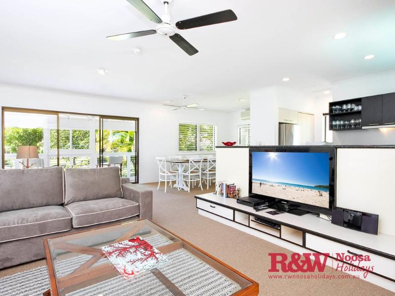 Apartment 1 - 20 Viewland Drive, Noosa Hill, vacation rental in Noosa
