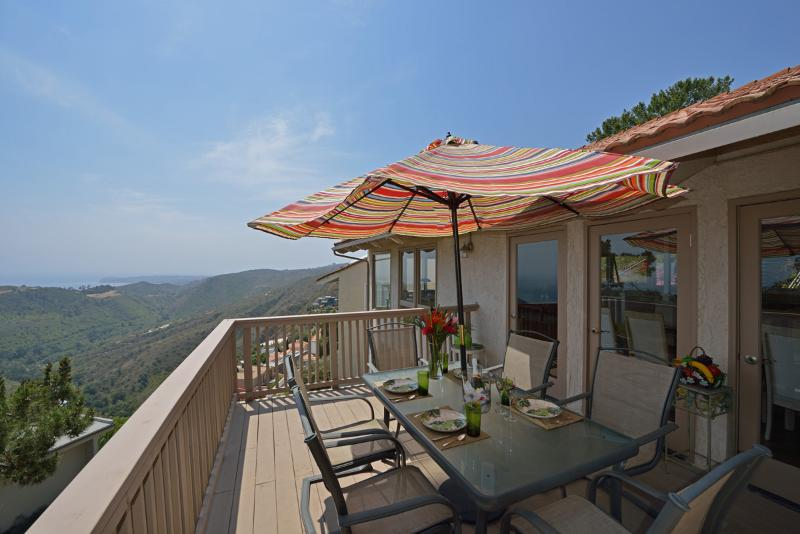 YOU, + friends & family equal great memories overlooking the blue pacific in a quiet peaceful home!