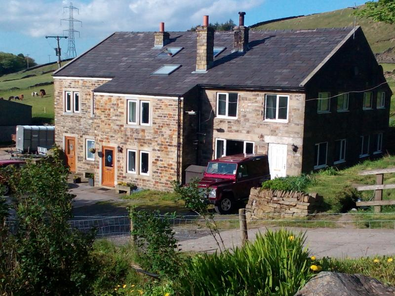 Far Wicken Hall, holiday rental in Mossley