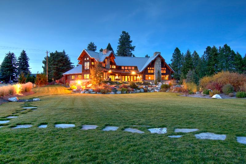 Make memories that matter in this spectacular, 22-bed, 6,700 sq. ft. dream home.