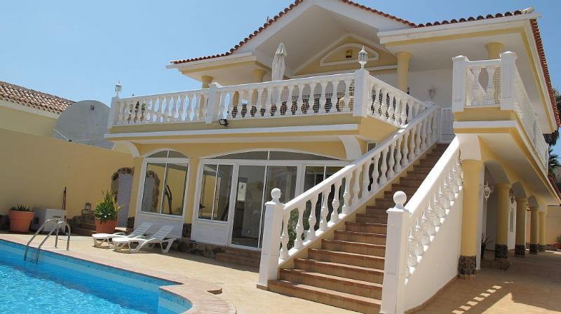 Luxurious 5-bedroom Villa with superb Ocean views – semesterbostad i Callao Salvaje