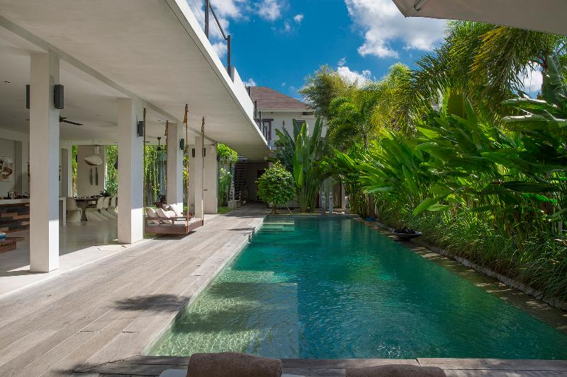 Villa Saba 10 : Beautiful open plan, award-winning 5BR villa with 17m pool, holiday rental in Kuta District
