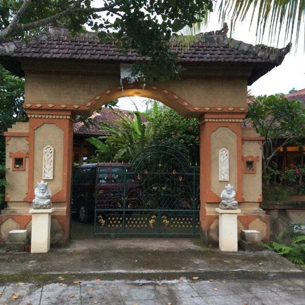 Charming Balinese Style Villa on Top hill Sambangan-North Bali