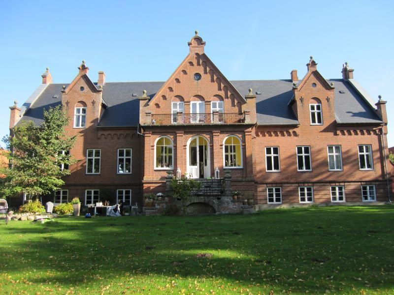 Ny Kirstineberg Gods Bed & Breakfast, location de vacances à Bogoe