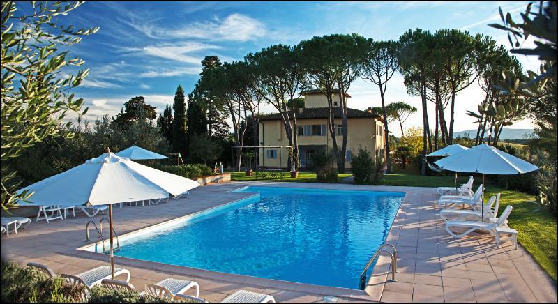 La Certaldina Apt nr 2 with Garden, Pool and view on Chianti Hill, holiday rental in Certaldo