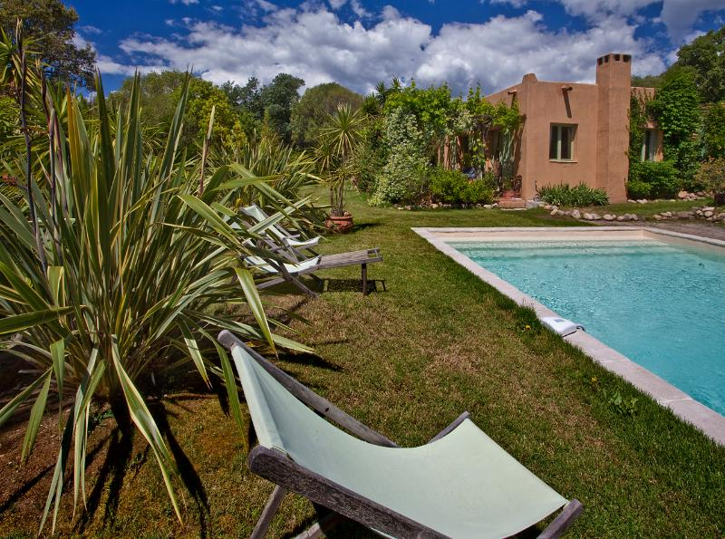 VILLA GIANNI piscine privée,  Spa, à 5 minutes à pied de la plage de Pinarellu, vacation rental in Zonza