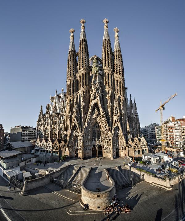 La Sagrada Familia, just 5 minutes walking from the apartment