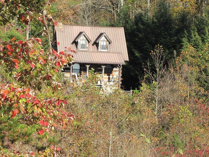 Hemlock Falls LLC Mins. From Chattanooga, 2 miles from Foster Falls state park., vacation rental in Chattanooga