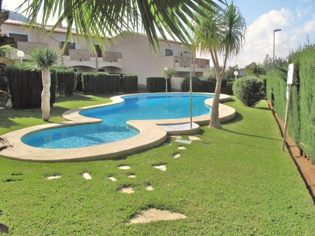 Sol de Azahar 5, Duplex apartment, Air Con, Spanish & UK TV, sleeps 4, location de vacances à Denia