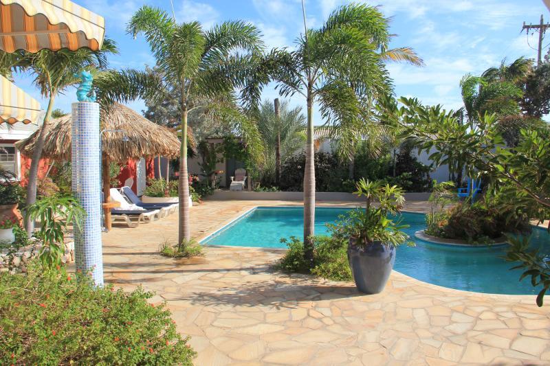 2 habitaciones con vistas a la piscina