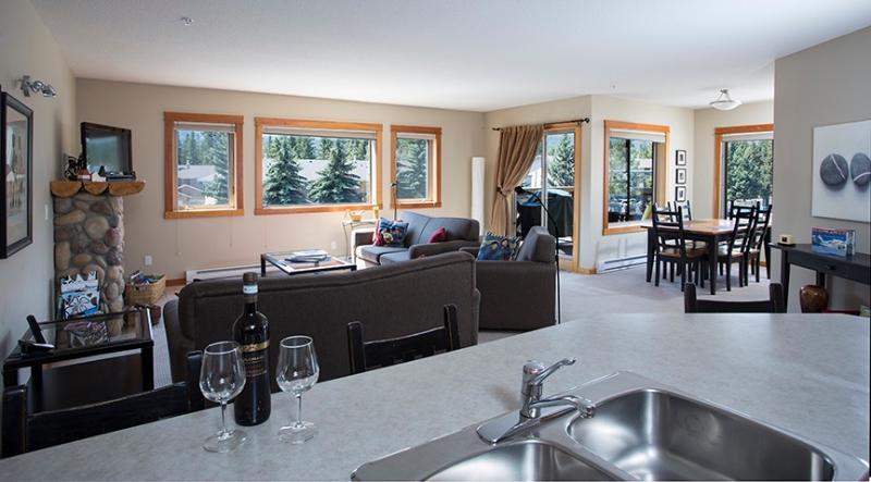 Plan de piso abierto y 1300 m2 todo en una sola planta lo hacen muy cómodo