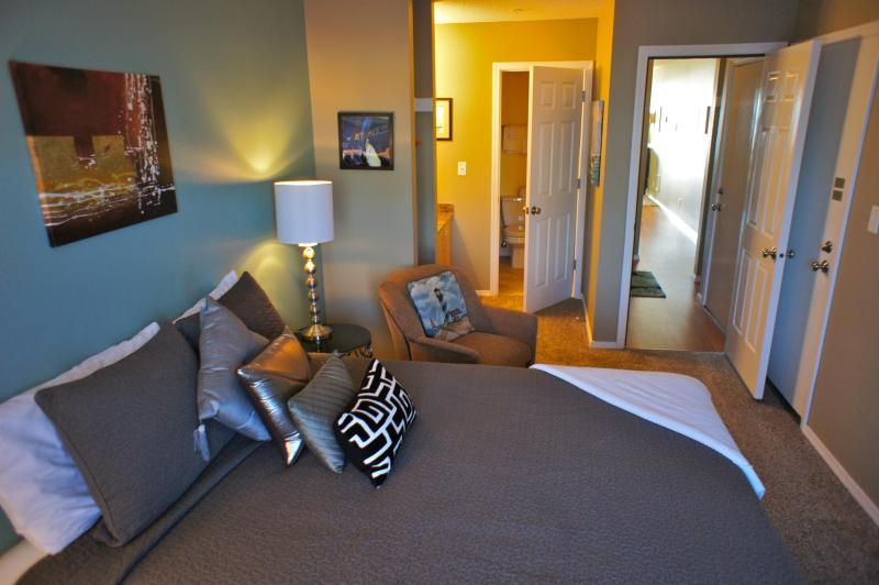 The bedroom is connected to the oceanside suite