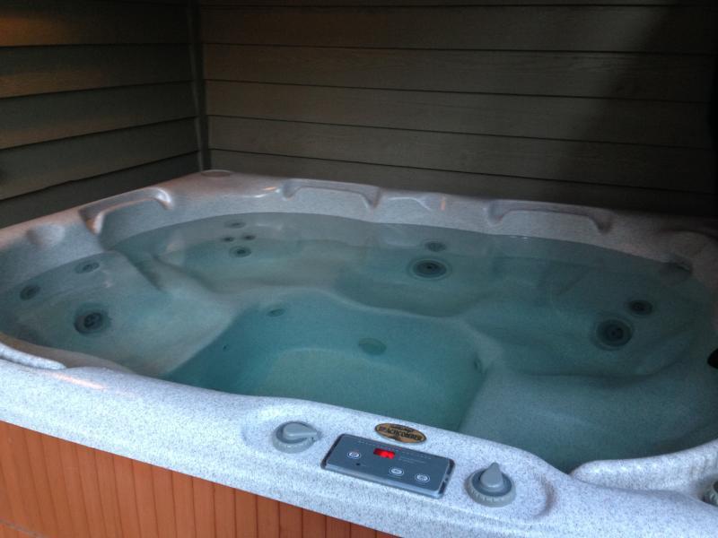 private 5 person beachcomber hot tub