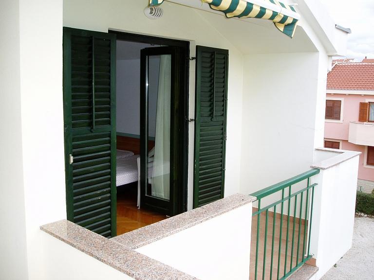 A33(2+2): terrace
