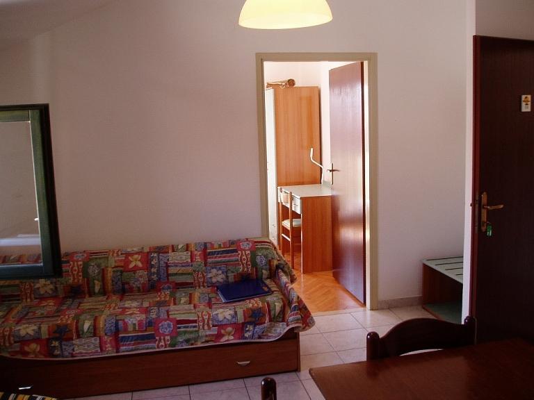 A33(2+2): dining room