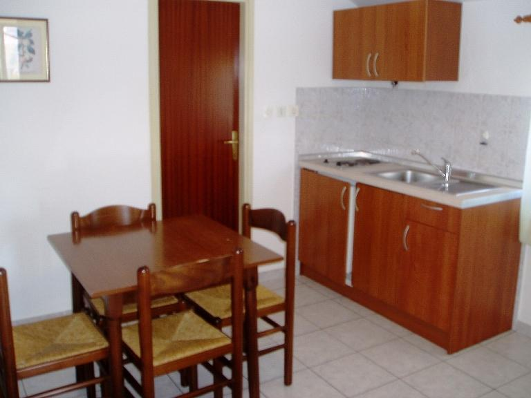 A33(2+2): kitchen and dining room