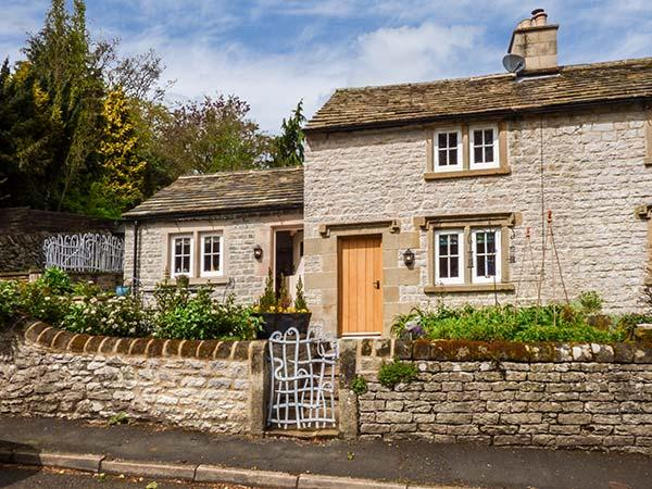 ROSE COTTAGE, underfloor heating, woodburner, quirky stylish cottage in, holiday rental in Youlgreave