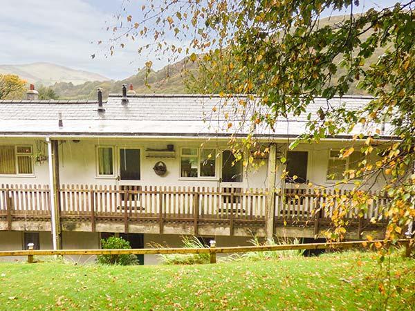 APARTMENT 4 DOLGOCH FALLS, pet-friendly, woodburner, garden, games room, Tywyn, casa vacanza a Tal-y-llyn