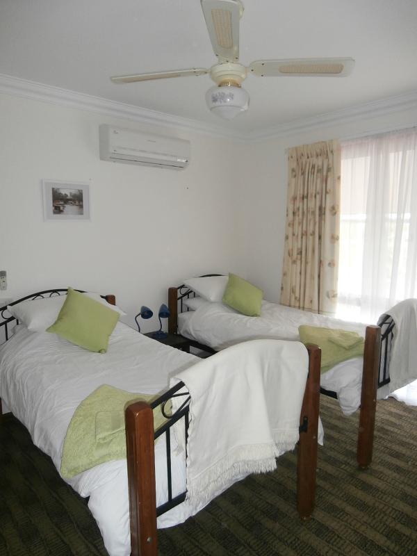 2ème chambre avec 2 lits simples