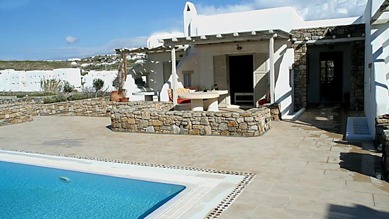 Modern Villa, vacation rental in Mykonos Town
