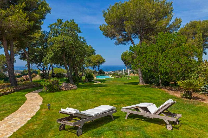 Bastide Luxe, Vue panoramique mer Piscine chauffée, jacuzzi Balnéos 10/12 pers, holiday rental in Six-Fours-les-Plages