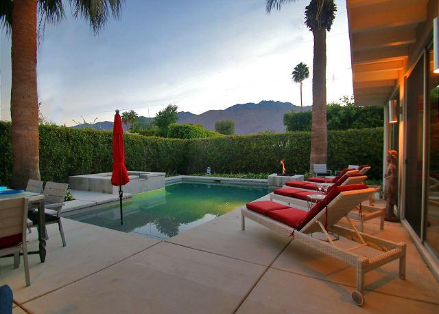Custom Palm Springs Home w/ Mid-Century Hollywood Style, holiday rental in Palm Springs