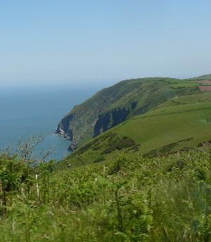 Blick auf die Küste von North Devon von der Hütte