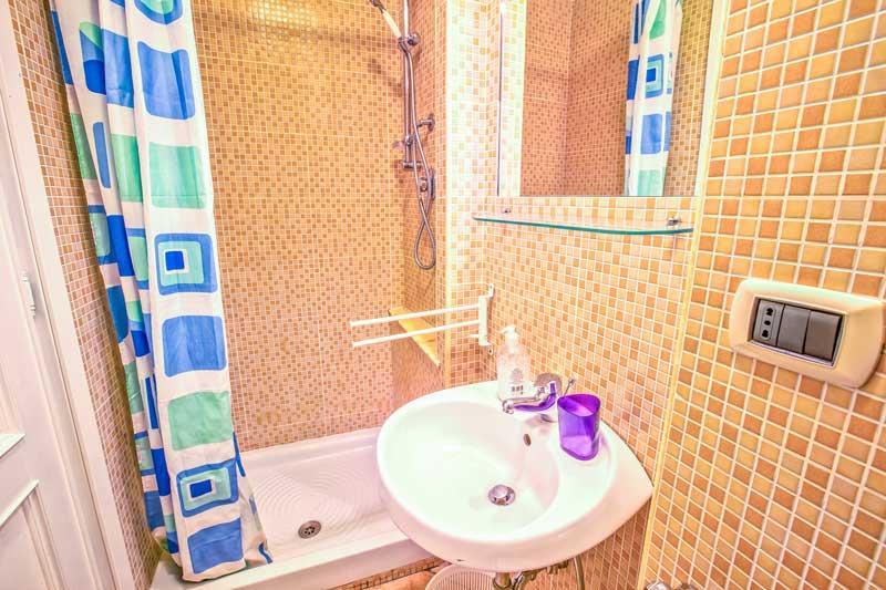 Bagno privato della stanza Uva