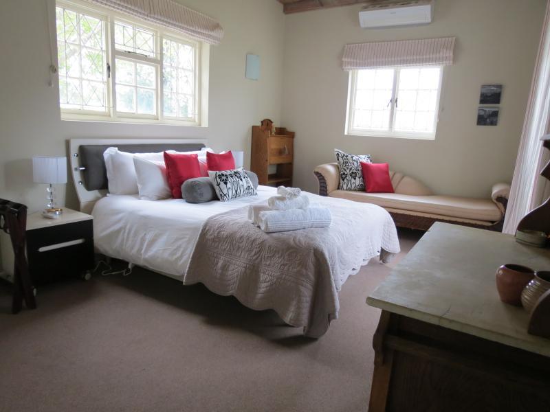 AppleBee II luxury Queen size bedroom