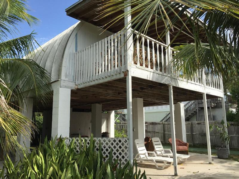 Charming Elevated Waterfront Home, alquiler de vacaciones en Big Pine Key