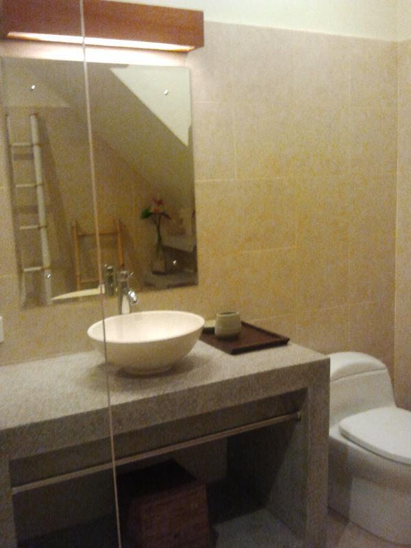 Bathroom Empat