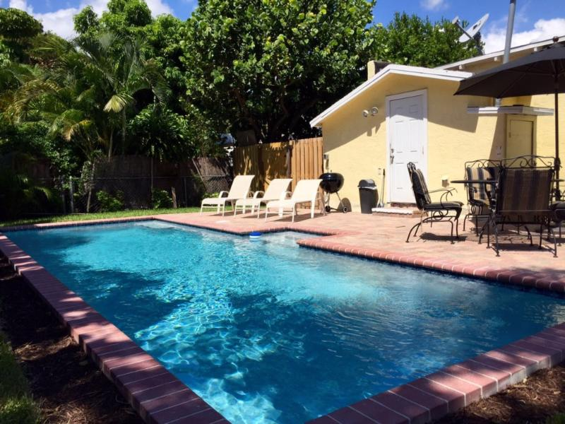 Casa del Sol | 2bd/1ba Cottage | Private Pool, location de vacances à Palm Beach