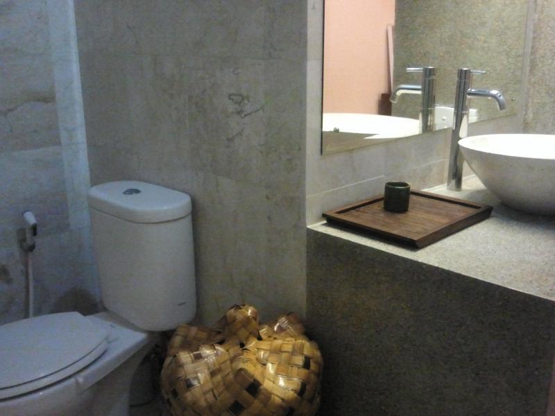 En-suite bathroom Satu