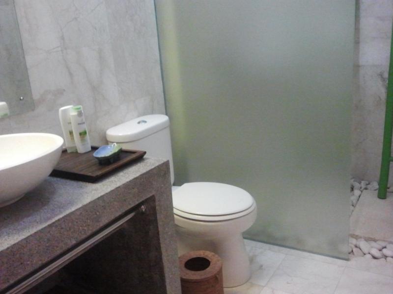 En-suite bathroom Tiga.