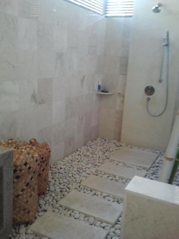 En-suite bathroom Dua.
