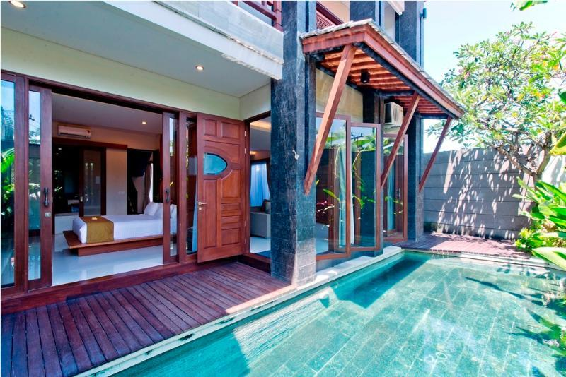 Large 6 bedrooms villa,  with private swimming pool , Kuta, holiday rental in Kuta