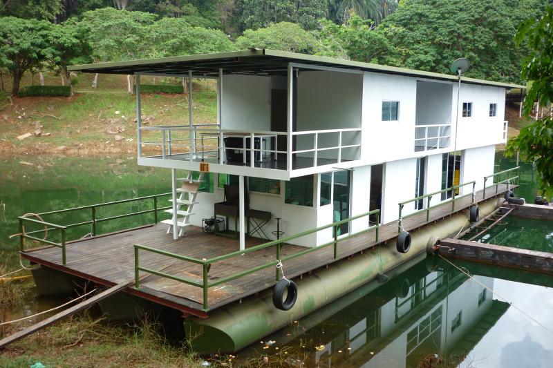 Square Kenyir Houseboat, holiday rental in Kuala Terengganu