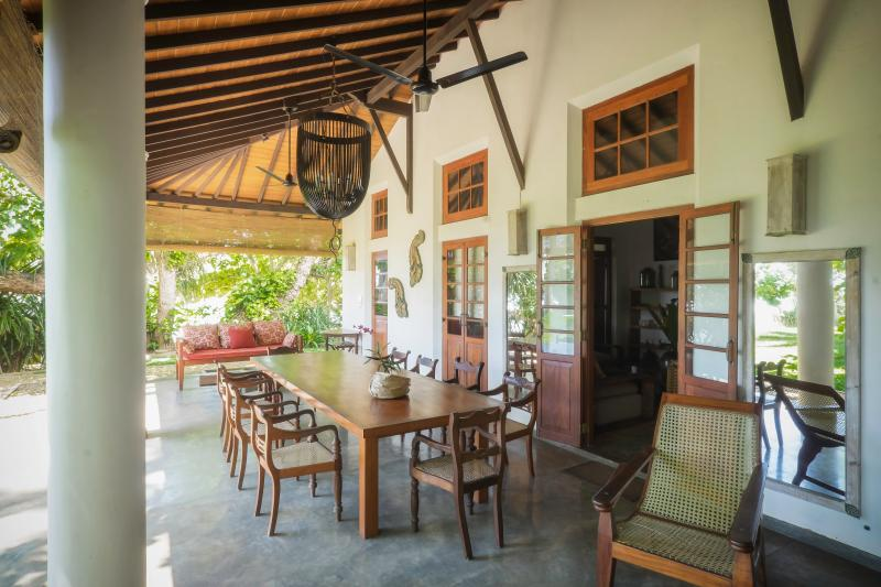 Amazing Oceanfront Family Villa, vacation rental in Weligama