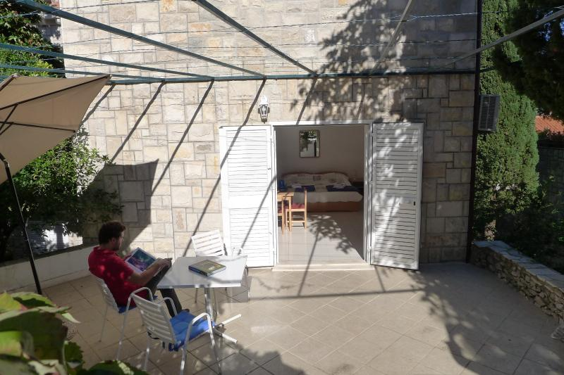 El estudio está abierto en la terraza.