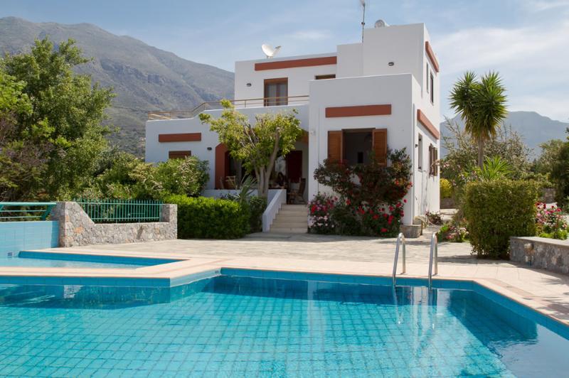Vue magnifique de la Villa d'extérieur - piscine privée - thym