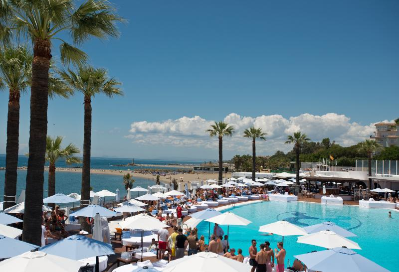 Ocean Club - Free entry with direct access from our garden gate.