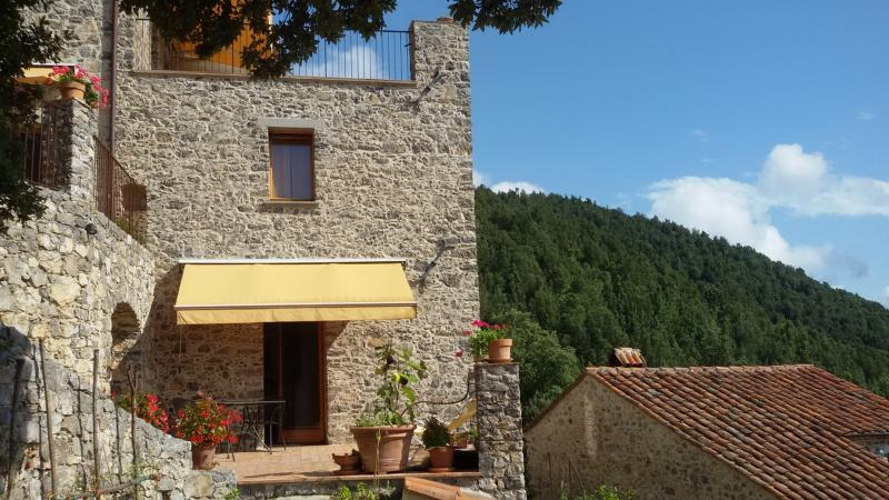 Charming apartment with superb views and terrace, holiday rental in Torraca