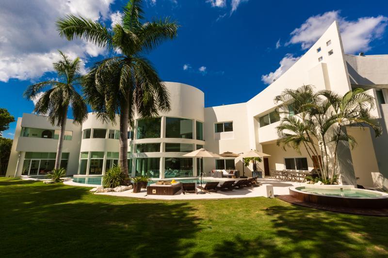 Villa Aqua amazing architecture and gardens