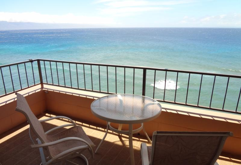 Large CORNER CONDO Oceanfront HIGH FLOOR Renovated at MAUI KAI 806tipscom, holiday rental in Lahaina